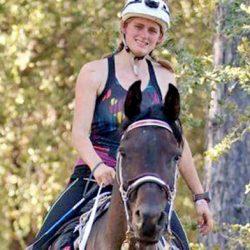 בת 18 זכתה במירוץ אנדורנס עם סוס שמצאה בחינם בקרייגסליסט
