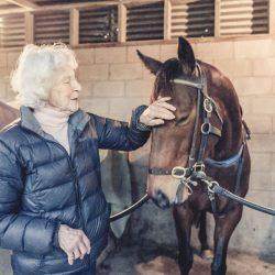 צעירה בת 100 – מאמנת הסוסים המבוגרת בעולם