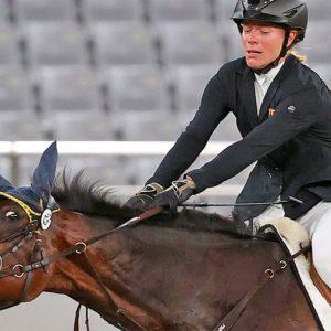 המיצג המזעזע של אניקה שלוי הוא לא רכיבה על סוסים